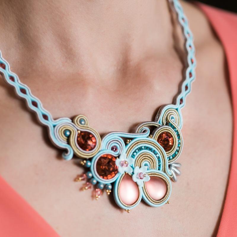 d99a5d0defd1 Maxi collar Aleyda azul. - Irene García Designer