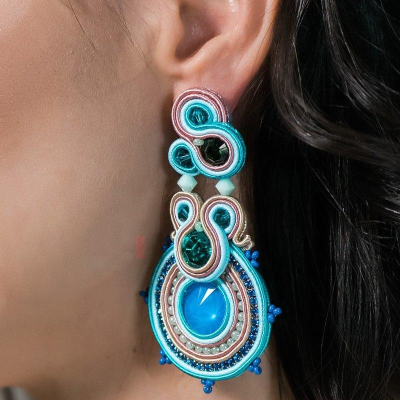 0bc6d0cf13f2 Maxi Pendientes India azul. - Irene García Designer