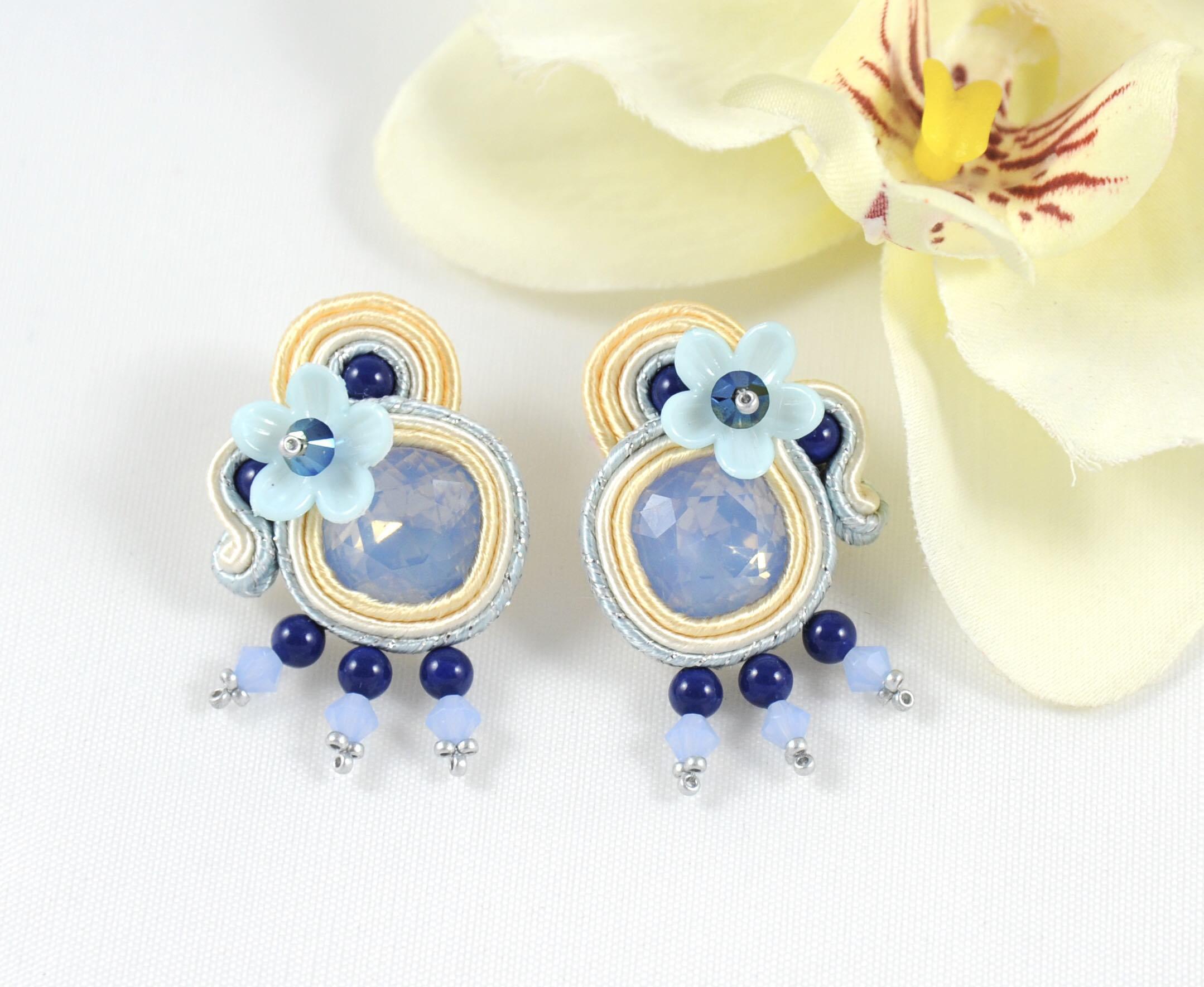 386f152071cd Pendientes Flor azul. - Irene García Designer