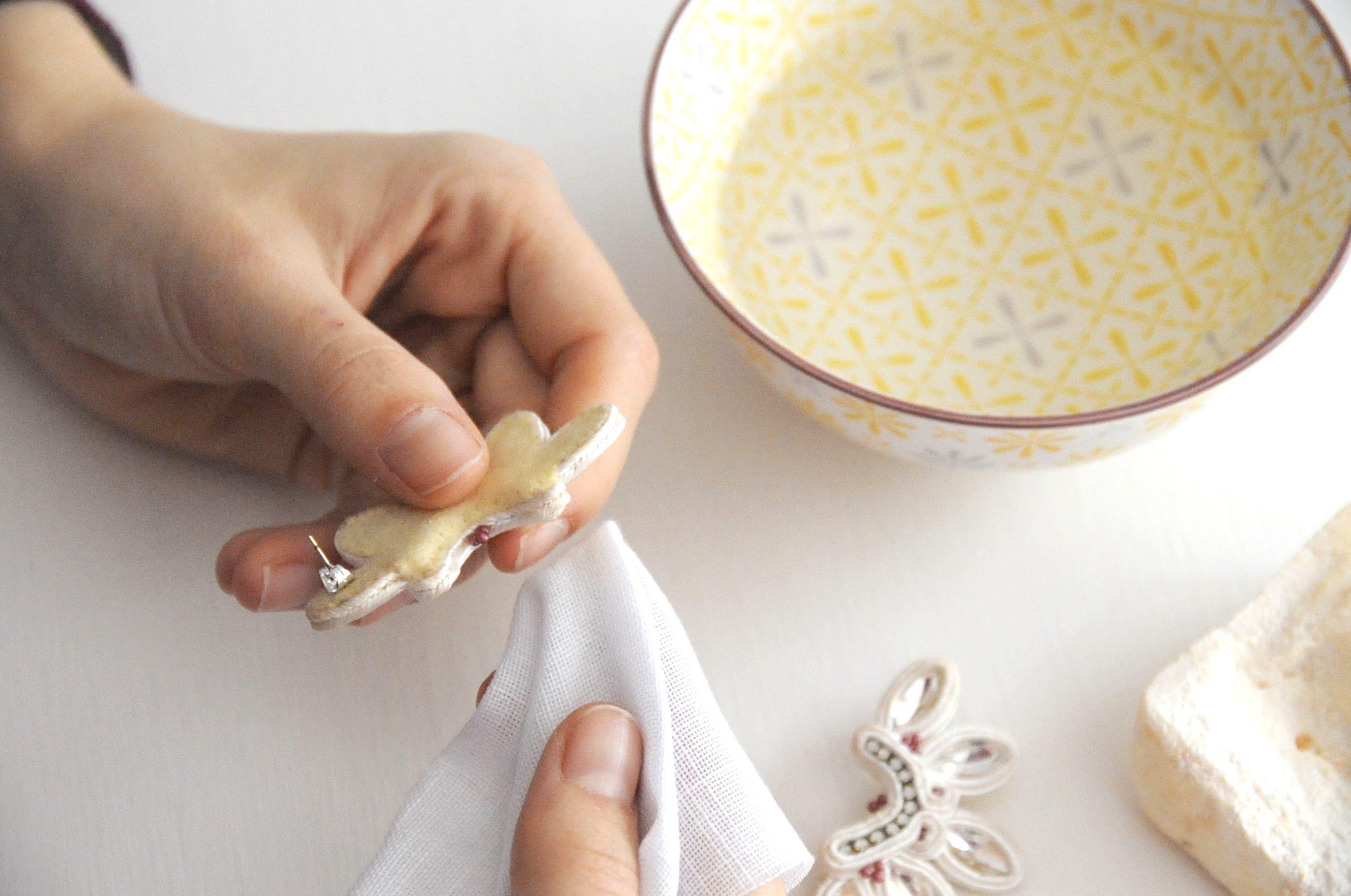 Bisutería soutache: cómo limpiar tus pendientes.