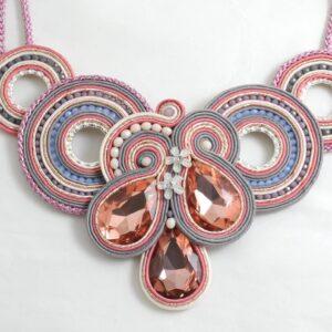 Maxi collar Leticia rosa empolvado.